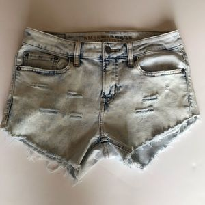 AE High Waisted Acid Wash Distressed Size  30